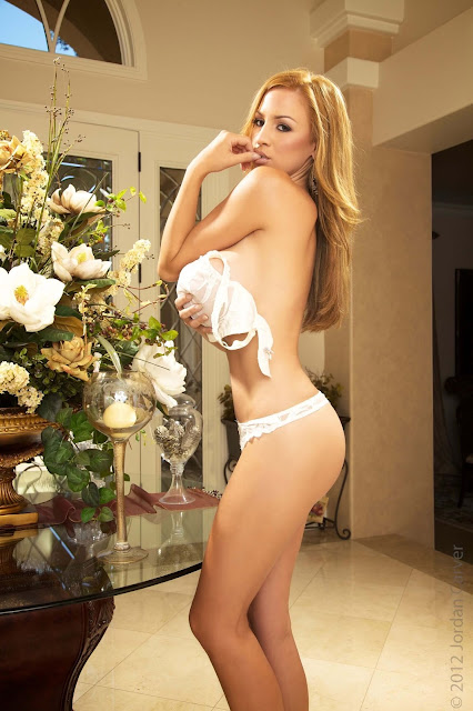 Jordan-Carver-Peitho-half-nude-hot-and-sexy-hd-photoshoot-image-10