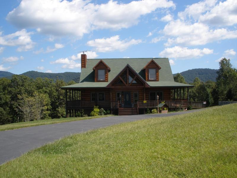North carolina cabins mountain vacation rentals and lakefront cottages last minute memorial - Alpine vacation houses ...