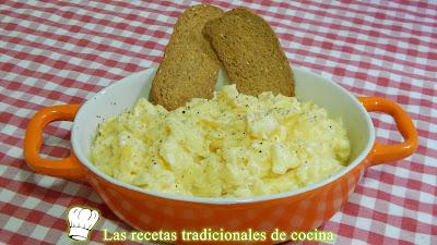 Receta fácil y económica de huevos revueltos muy jugosos