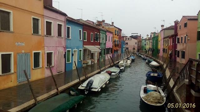 isola di Burano nella laguna di Venezia