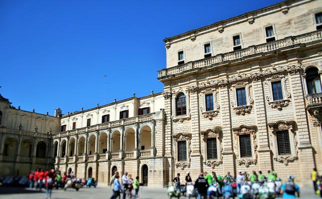 piazza, seminario, gente, cielo, archi, logge