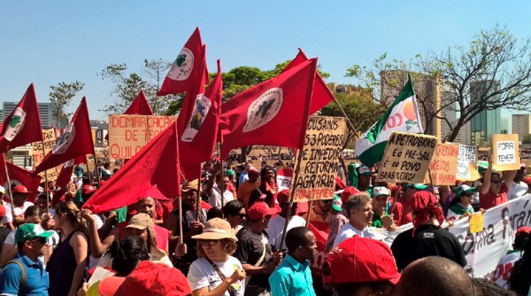Brasileños se movilizan en exigencia de derechos sociales