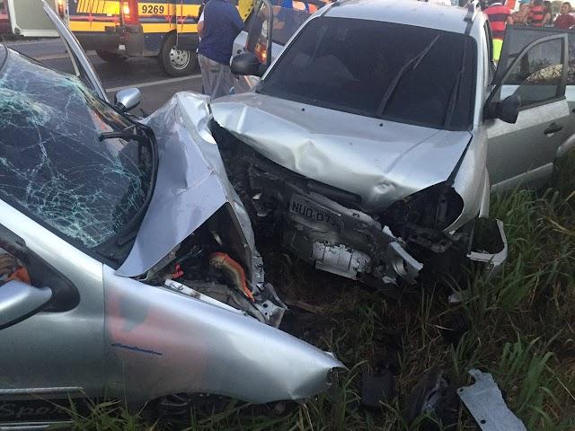 PACAJUS-CE: Colisão frontal deixa três mortos e duas crianças feridas