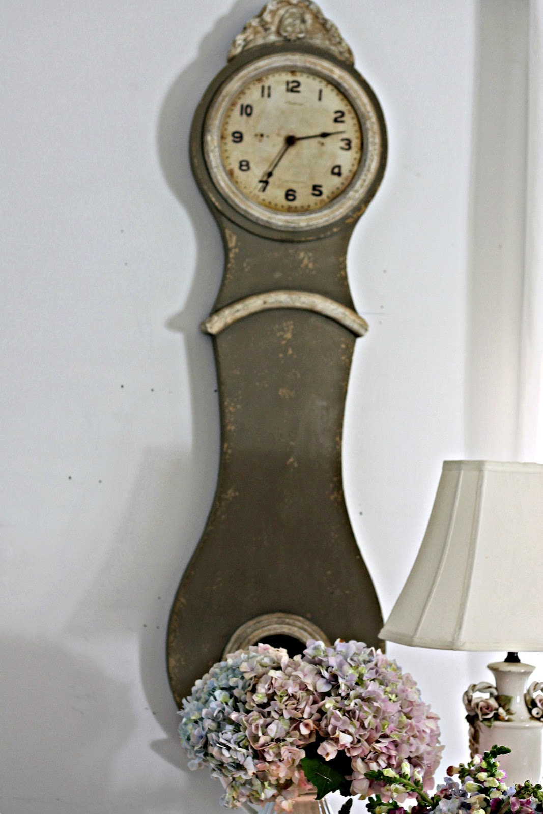 Shabby Sweet Cottage A Mora Clock And A New Table