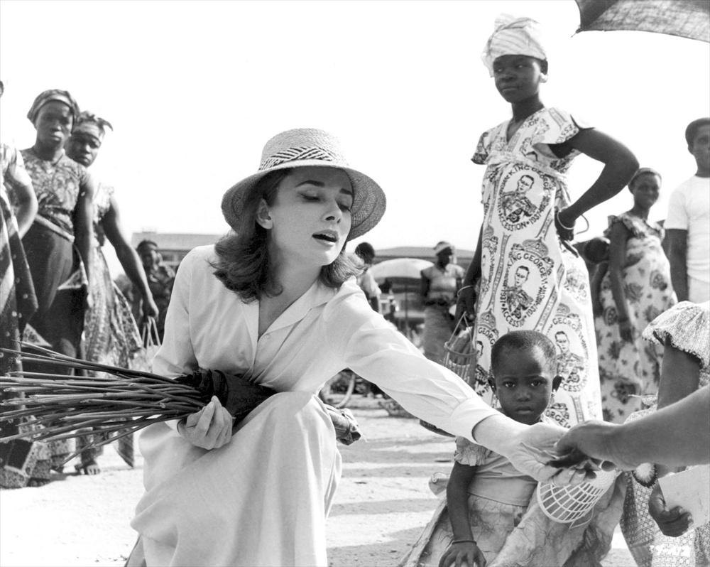 70816752c22 Audrey Hepburn Fiziğinde Çizgi Roman Kahramanı  Krimonolog Julia Kendall