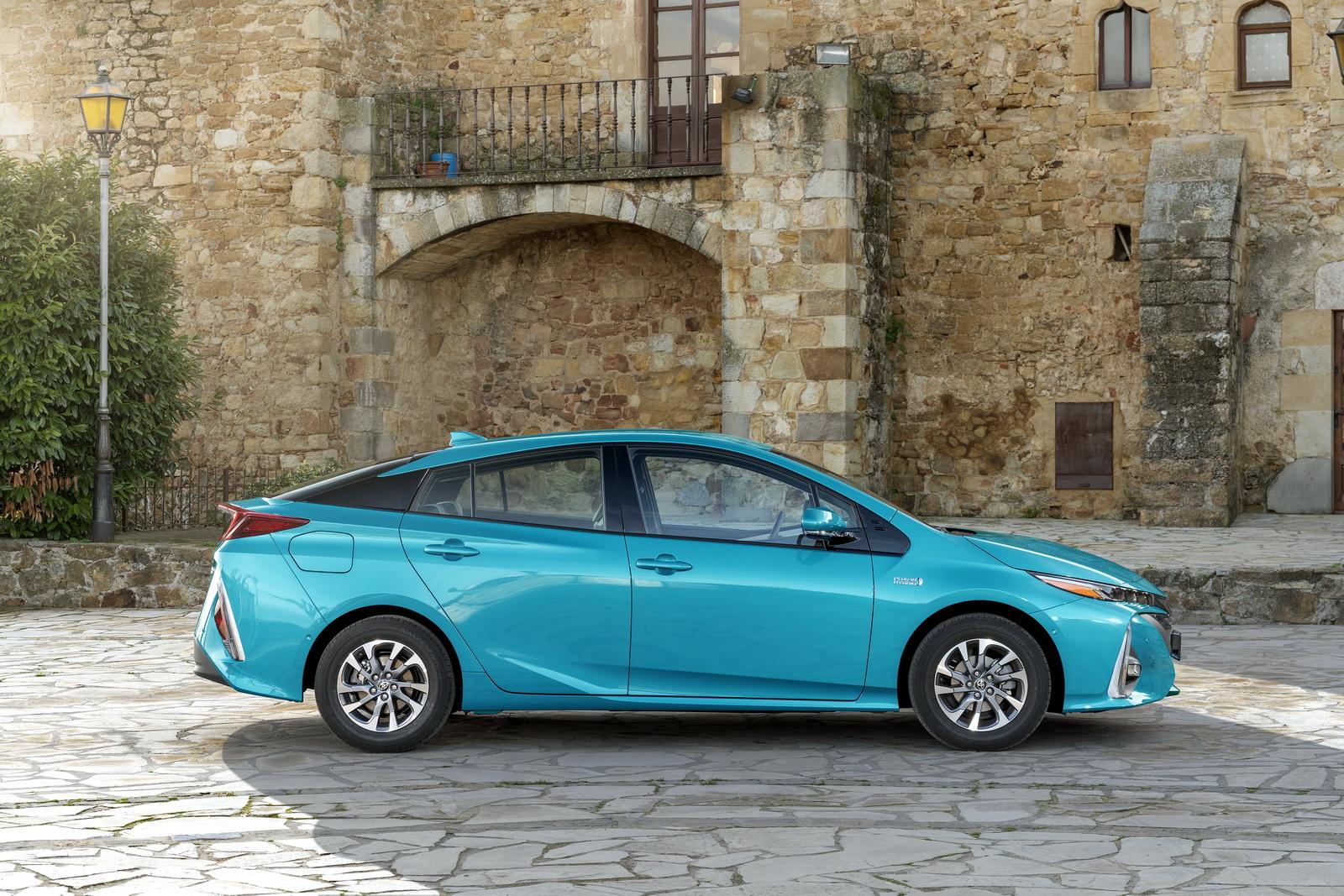 2016 - [Toyota] Prius IV - Page 14 2017-Toyota-PriusPHEV-62