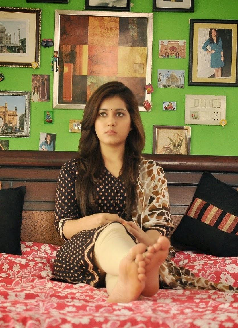 Actress RaashiKhanna Latest Images