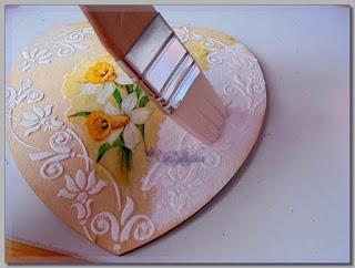 покраска заготовки в виде сердца