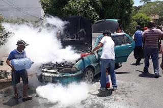 http://vnoticia.com.br/noticia/3403-carro-pega-fogo-no-centro-de-sao-francisco