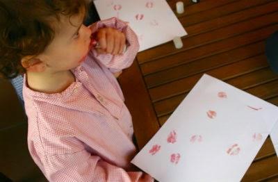 manualidad infantil estampar besos