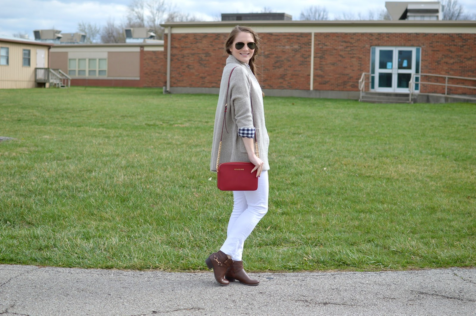 how to style your white jeans this spring
