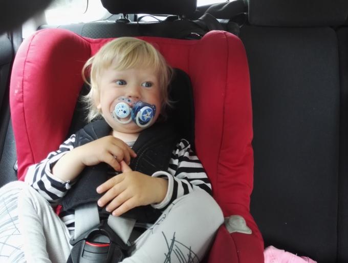 Lasten kanssa autoilu, miten siitä selviää - vinkit automatkoille