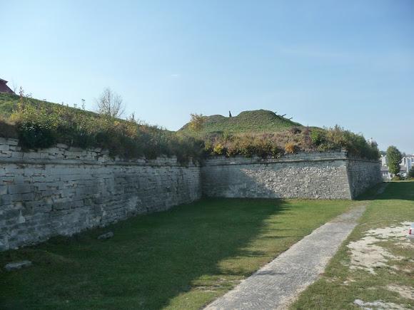 Золочів. Замок. Фортечні вили і укріплення.
