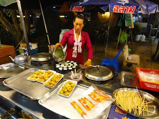 Thai street food fast with eggs