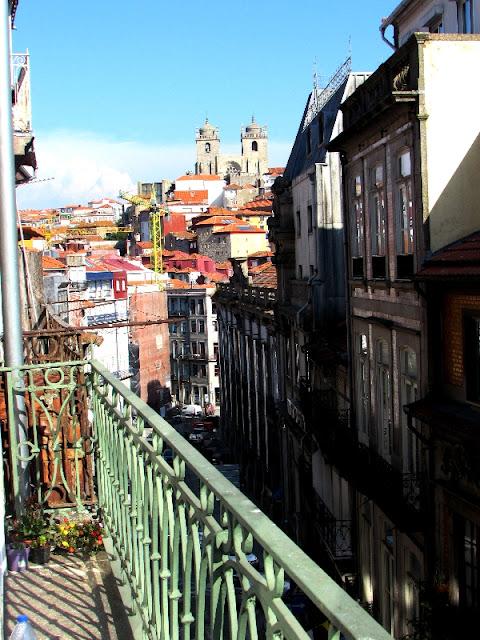 varanda com vista para o centro histórico do Porto