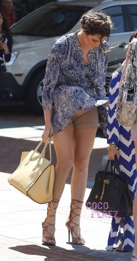 Khloe Kardashians Skirt Get Blown Up By Wind And Exposes Her Spanx