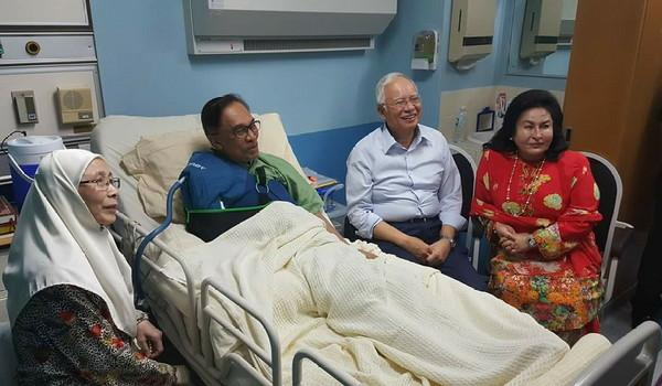 Najib Lawat Anwar