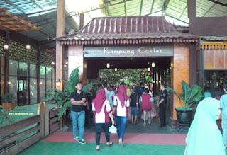 Pintu Gerbang Kampung Coklat, Blitar