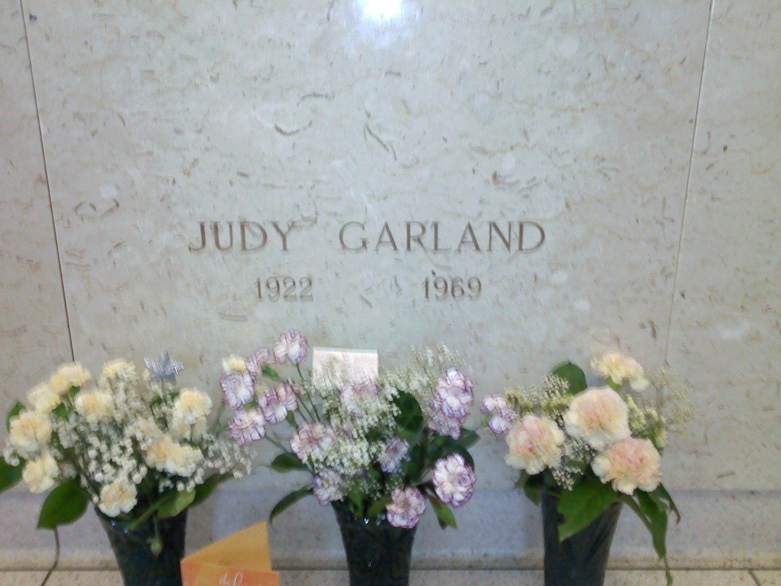 In Memoriam - Gravesites of the Famous and Infamous: Judy ...