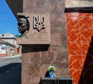 Калуш. Памятный знак Степану Бандере на одноимённой улице