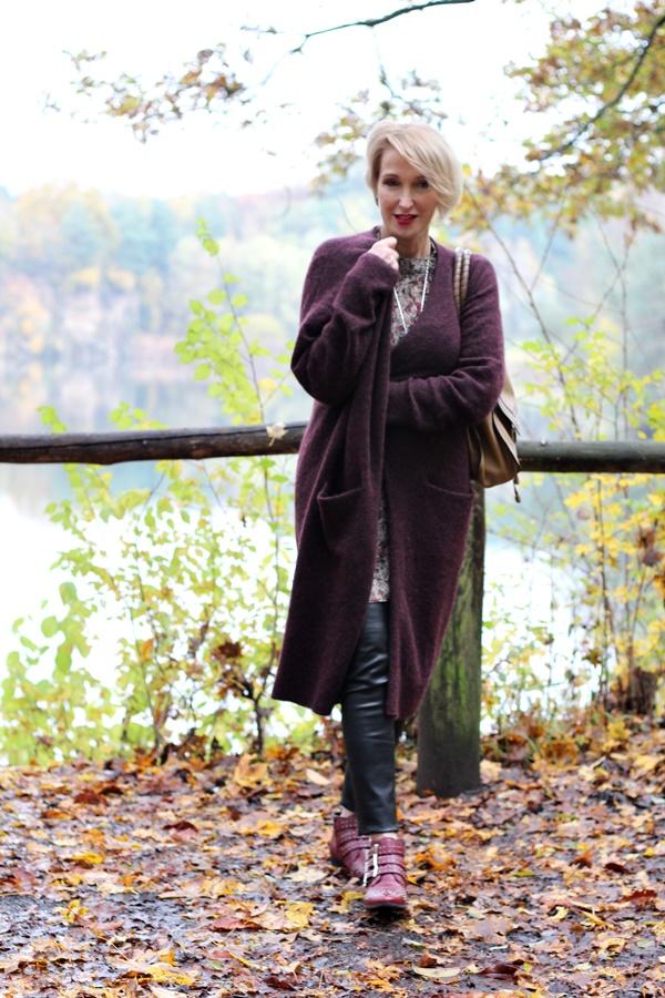 Langer Cardigan über Blusenkleid - Glam up your Lifestyle