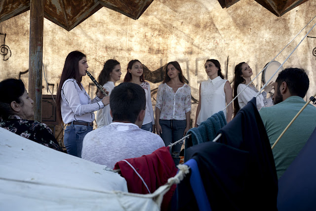 Image Attribute:  A vocal ensemble perform in support of the protest at a blockade / Photo: Klaus Richter