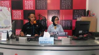 Kasubbag Humas Polres Kampar Sampaikan Pesan Kamtibmas Melalui Radio