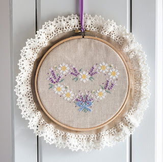 Lavender Daisy Wreath for The World of Cross Stitching Magazine