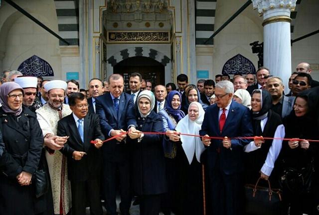 Penghormatan Erdogan Kepada Jusuf Kalla Pada Peresmian Islamic Centre