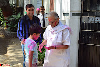 Gulzaar Celeting Holi at his Home 13 03 2017 015.JPG