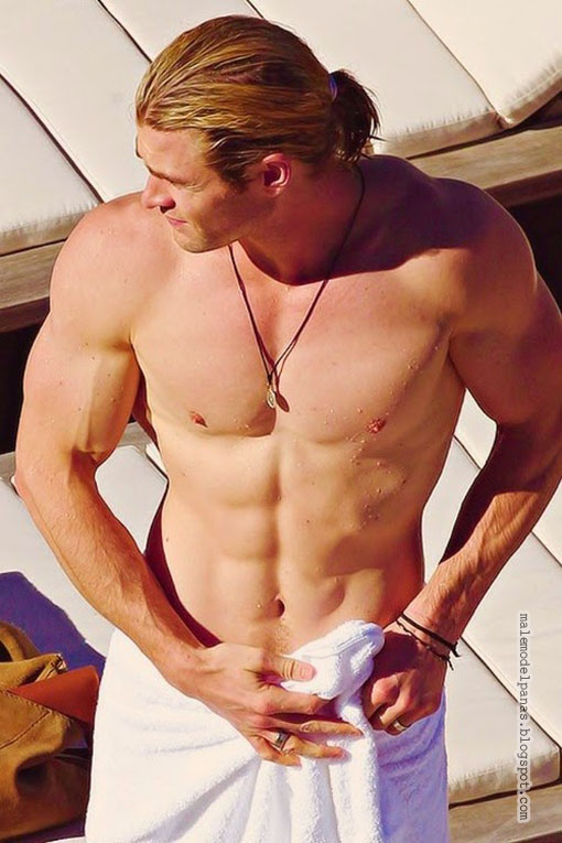 hollywood actor chris hemsworth shirtless