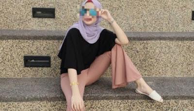 Pose Model Wanita Cantik Ini Bikin Netizen Geram