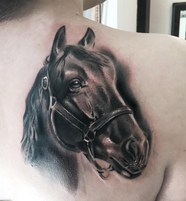 fotos de tatuajes de caballos para mujeres