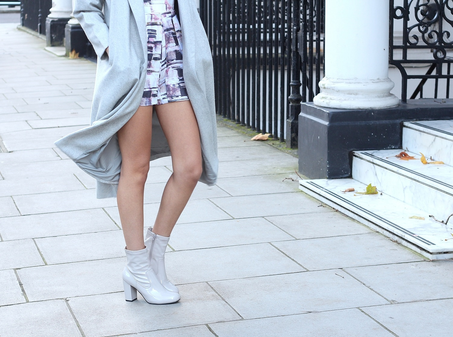 peexo fashion blogger wearing grey patent boots