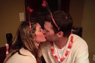 Tom Brady Kissing Wife Gisele Bündchen
