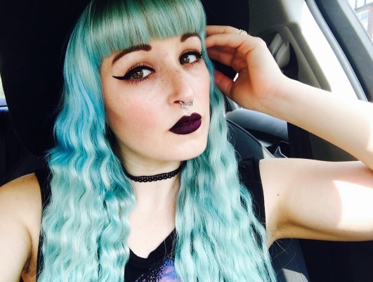 12 Pastel Goth Makeup and Outfits to Inspire You Instagram petgoth blue seagreen hair