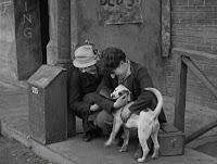 """Кадр из фильма Чарли Чаплина """"Собачья жизнь"""" / A Dog's Life (1918) - 27"""