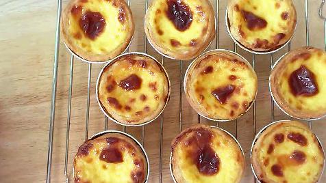 beautifully burnt portuguese egg tarts