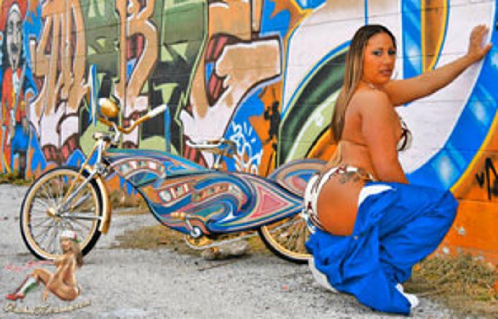 Sexy girl graffiti