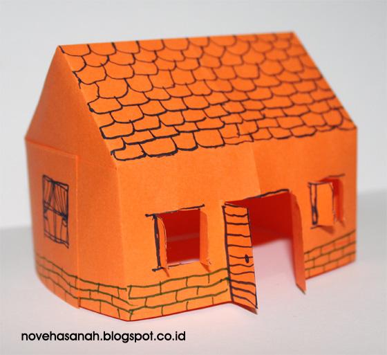 tampahkan coretan-coretan untuk atap dan sisi bawah rumah-rumahan dari kertas origami ini untuk membuatnya lebih menarik dan cantik