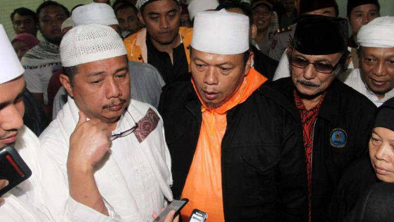 Sekjen MUI Muhammad Al-Khaththath (oranye)
