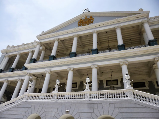 Falaknuma Palace Photos: the front entrance