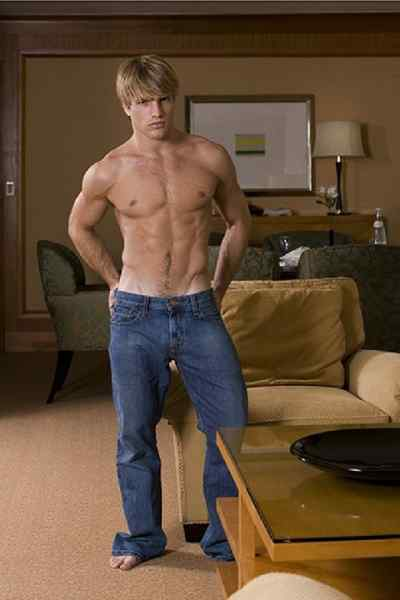foto de thebigfront: Jeans And a T Shirt: The Oldest Fashion Fad