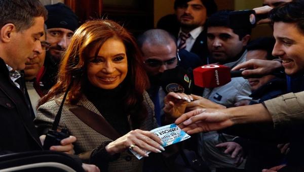 Fiscales argentinos piden nueva indagatoria a Cristina Fernández