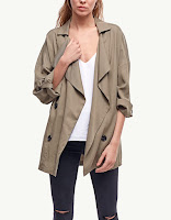 https://www.stradivarius.com/be/nl/dames/kleding/best-of-sale/korte-wijde-trenchcoat-c1707501p300163522.html?colorId=550