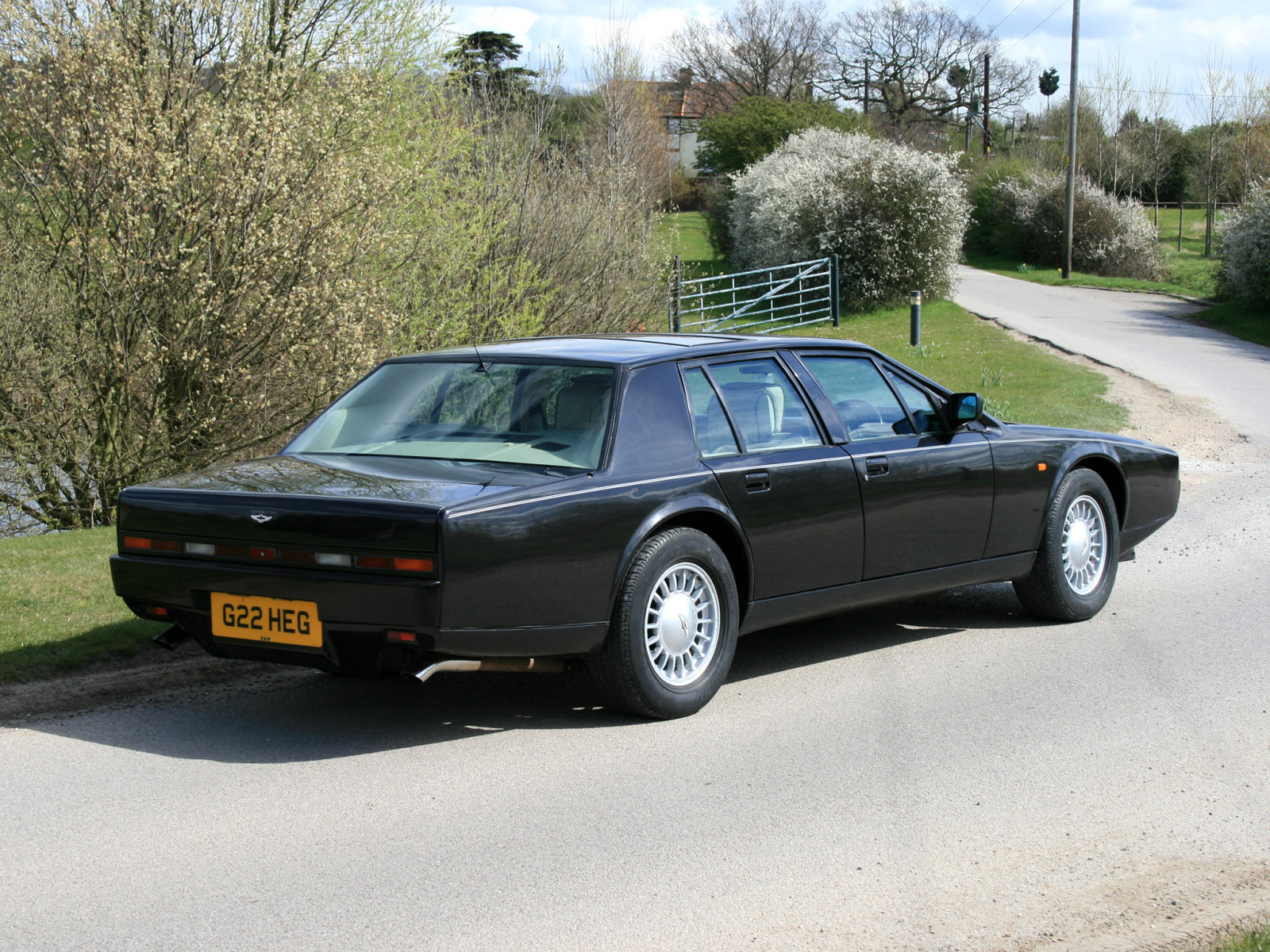 Car Style Critic: Aston Martin Lagonda 2: Too Long, Too Low?