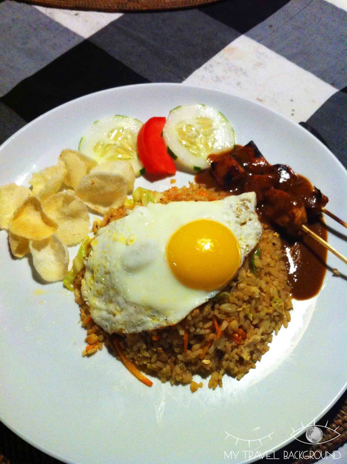 My Travel Background : 14 plats typiques dégustés en voyage - Nasi Goreng en Indonésie, Sidemen
