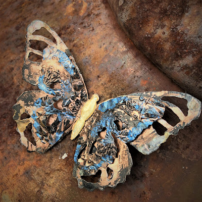 Tim Holtz Sizzix Tattered Butterfly Distress Oxide Sprays Alcohol Pearls Tutorial by Sara Emily Barker https://frillyandfunkie.blogspot.com/2019/03/saturday-showcase-tim-holtz-tattered.html 31