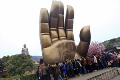 หัตถ์พระใหญ่ (Hand of Buddha)