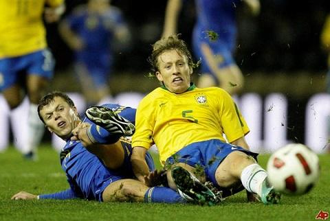 Tiền vệ trung tâm: Lucas Leiva